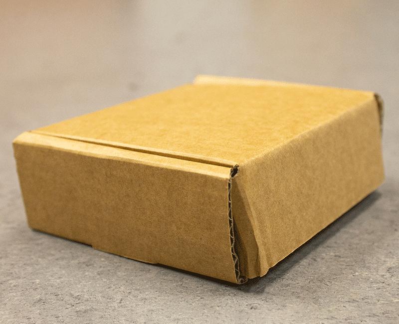 papkasse foldet og lukket